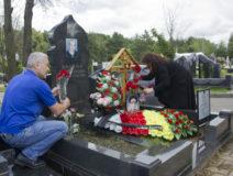 Возложение цветов к могиле Ю.И. Бзаева 4