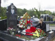 Возложение цветов к могиле Ю.И. Бзаева 5