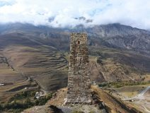 Одна из восстановленных родовых башен